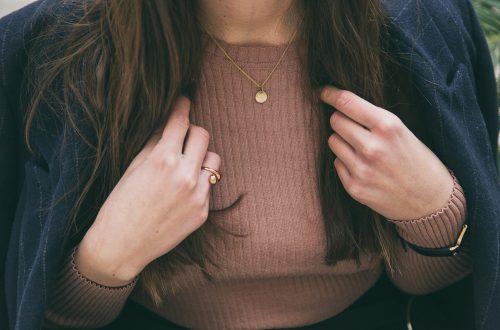 collana da donna con ciondolo