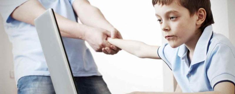 dipendenza-internet-bambini-1200x480_800x320