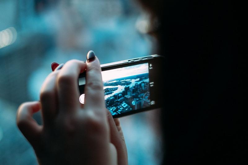 come_pulire_schermo_smartphone_800x533